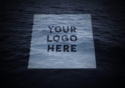 Мокап логотипа в воде