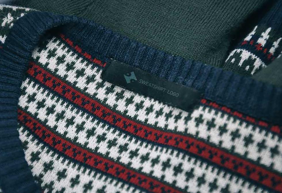 sweatshirt-2-mock-up