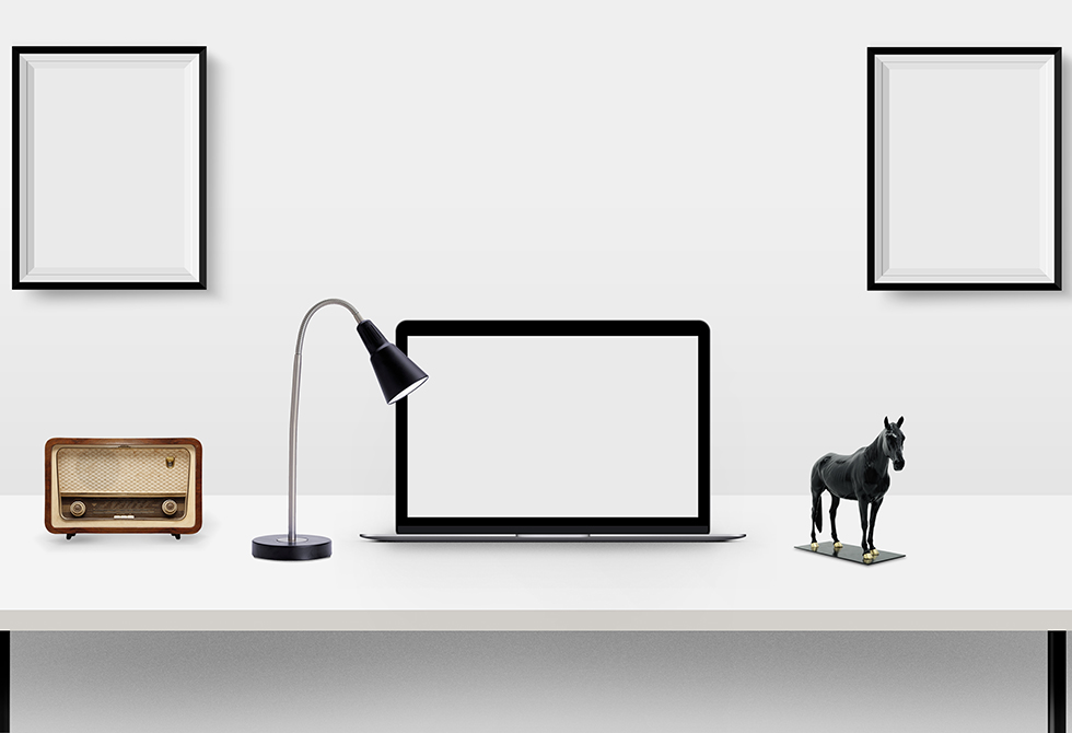 desk-presentation-mockup-psd