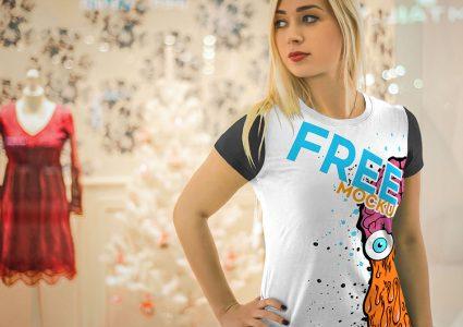 Мокап футболки на девушке