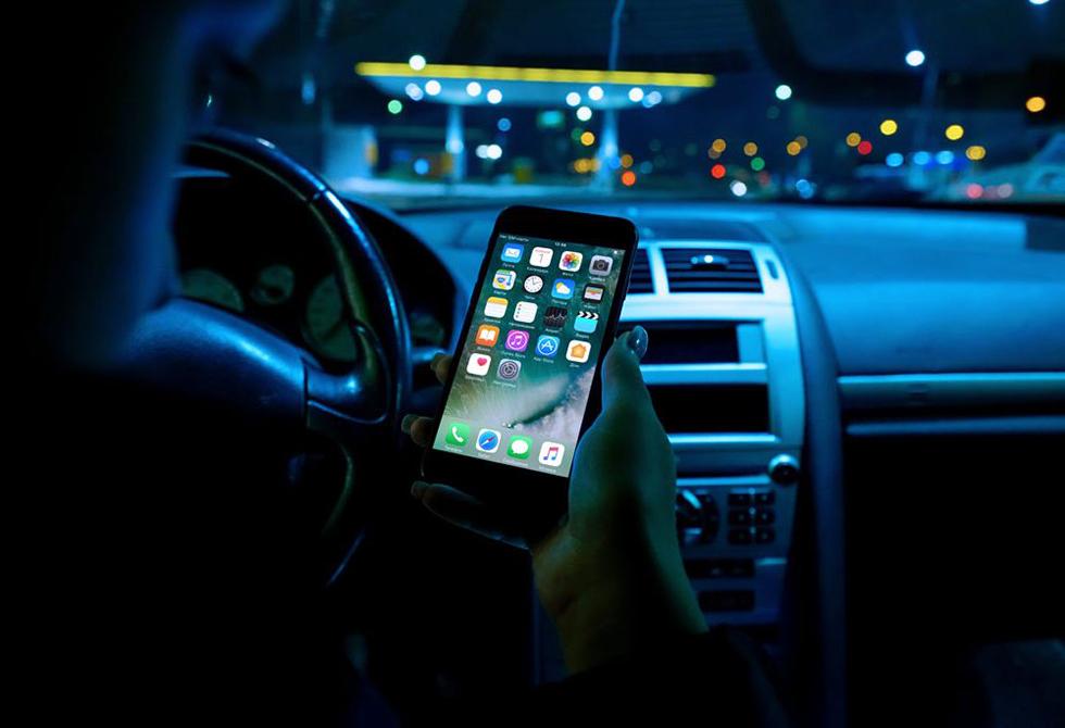 free-iphone-car-mockup