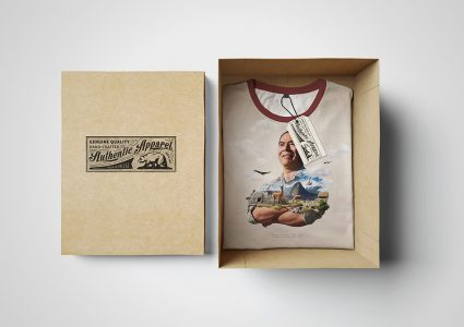 Мокап футболки в коробке